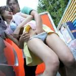 洗車場で身震いしながら我慢できず内股イキする美尻娘